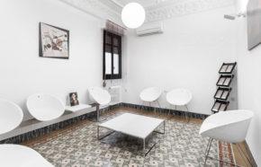 Sala de espera clínica cirugia estética en Alcoi Dr.Antolín